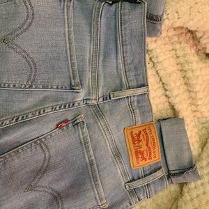 Light wash levis jeans
